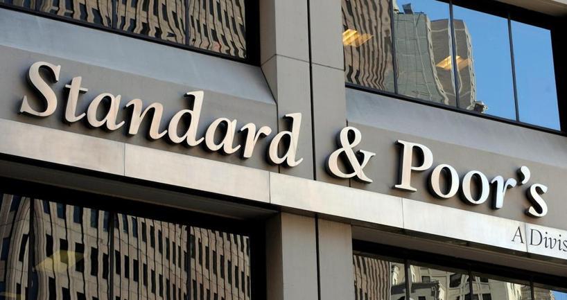 Standard & Poor's conferma il rating ma taglia l'outlook dell'Italia a negativo